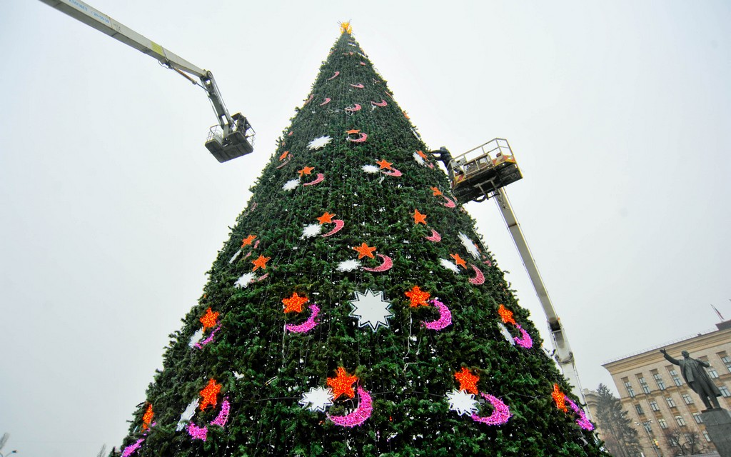 Автовышки для украшения новогодних ёлок